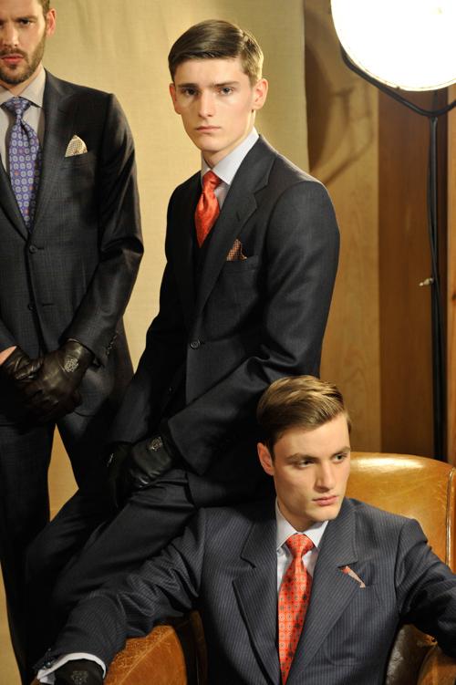 西装怎么搭配领带?